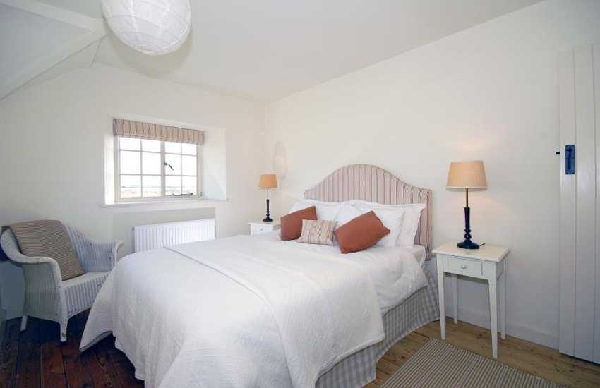 North Pembrokeshire holiday home sleeps 6 - double bedroom