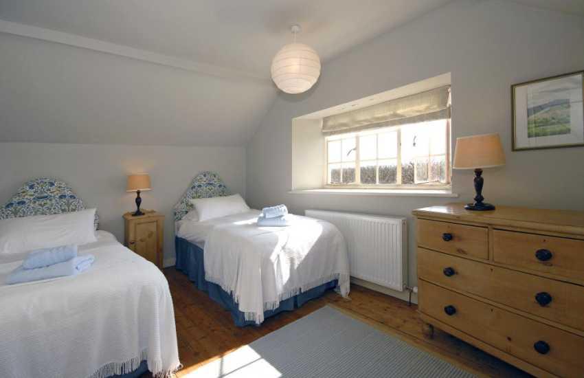 Pembrokeshire coastal holiday home sleeps 6 - twin