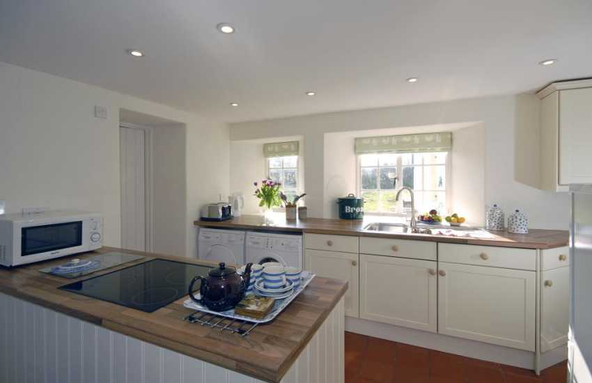 Self catering cottage near Whitesands Beach - modern open plan kitchen/diner