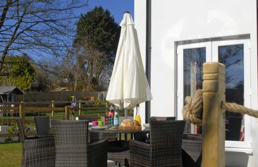 Newgale, Pembrokeshire holiday home - patio with luxury outdoor furniture