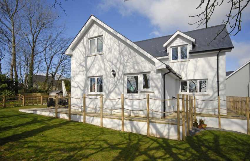 Pet friendly Newgale holiday home with patio and garden