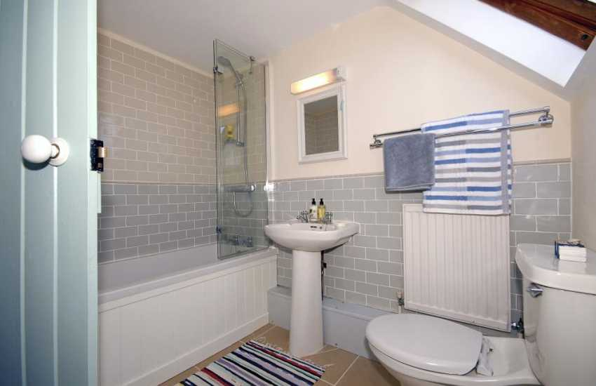 North Pembrokeshire holiday cottage - family bathroom room