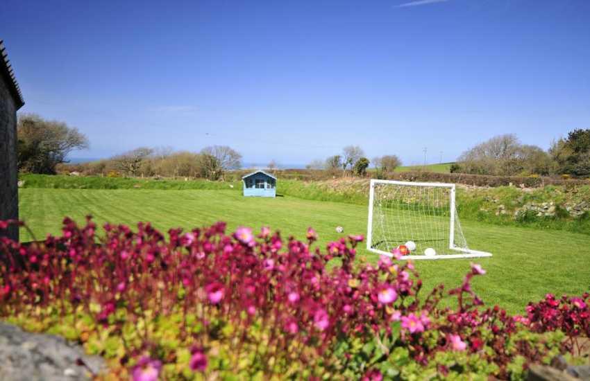 Tresaith holiday cottage - garden