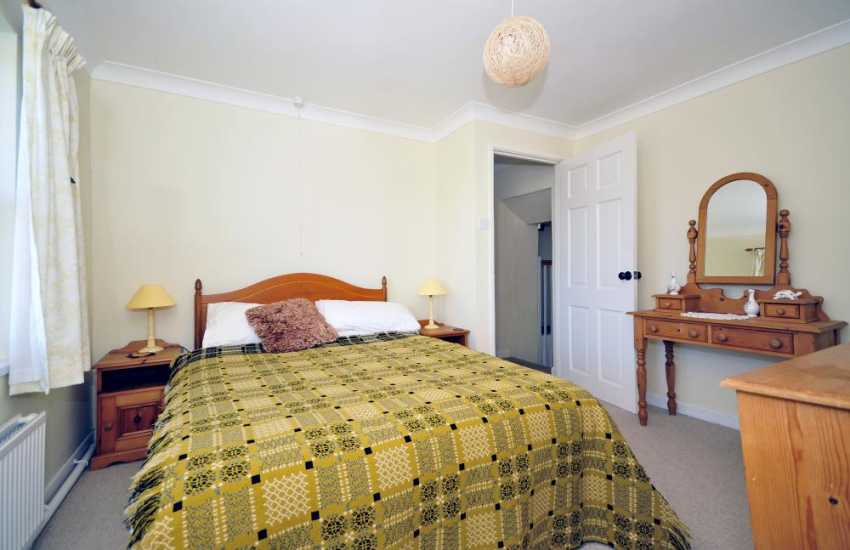 Cardigan bay holiday cottage - bedroom