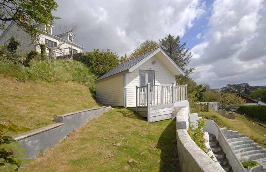 South Pembrokeshire holiday home on the banks of the Haven Waterway - dogs welcome