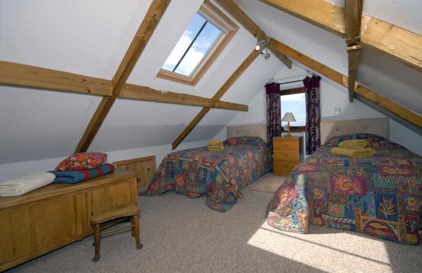 Porthgain holiday cottage sleeps 4 - first floor twin with sea views