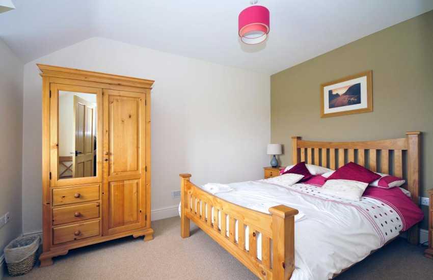 Holiday cottage near Aberdaron on the Lleyn Peninsula - master bedroom
