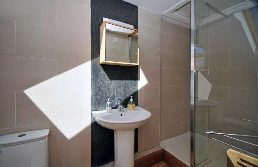 Harlech holiday home - shower room