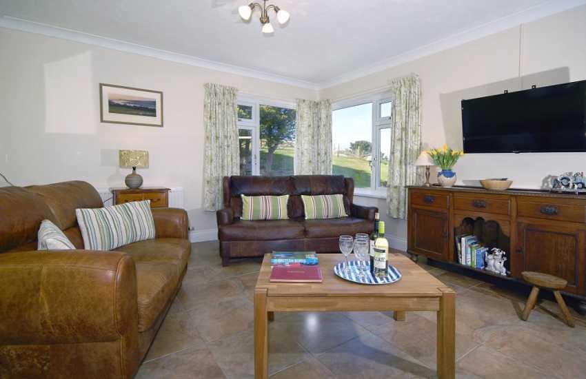Cardigan Bay holiday house with oak floors - sun lounge
