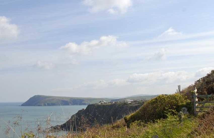 A footpath from the cottage leads to the Pembrokeshire Coastal Path - enjoy wonderful cliff top walking