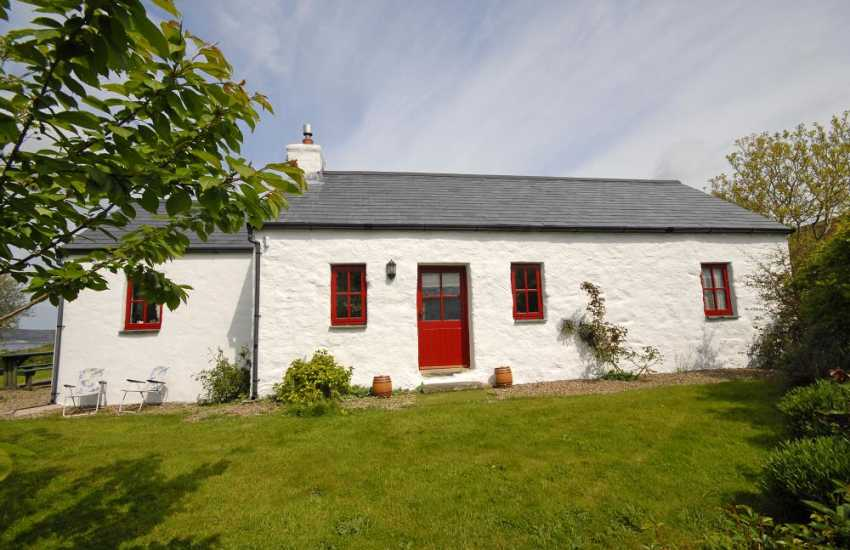 Traditional Pembrokeshire holiday cottage with sea views