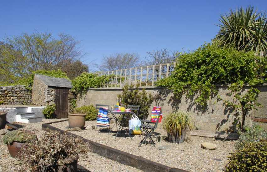 North Pembrokeshire holiday cottage - enclosed rear garden dogs