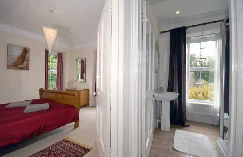 Cardigan Bay holiday cottage - first floor shower room
