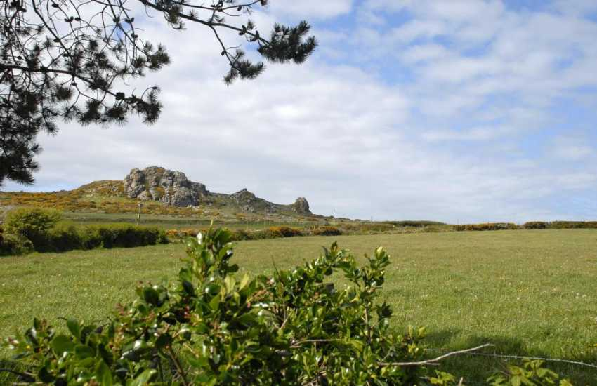Pembrokeshire holiday cottage with panoramic views to Garn Fechan