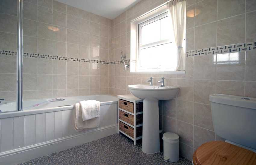 North Pembrokeshire holiday home - family bathroom