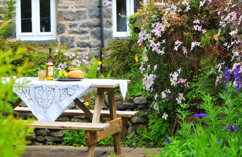 Betws y Coed holiday cottage - garden