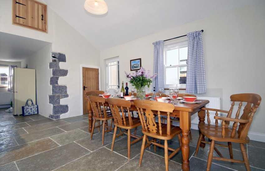 St Davids Peninsula holiday home - dining area