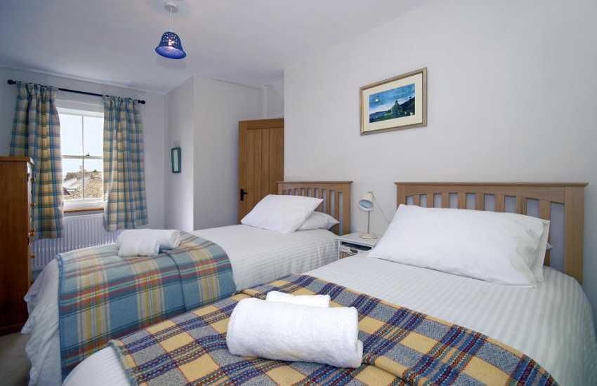 St Davids renovated holiday cottage sleeps 8 - twin