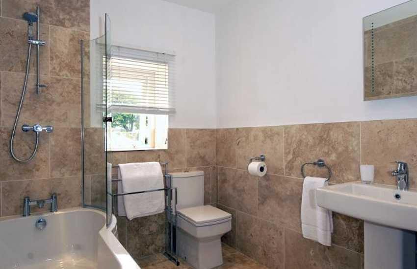 St Davids holiday house - first floor family bath/shower room