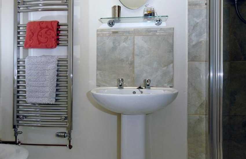 Newport holiday home - en-suite shower