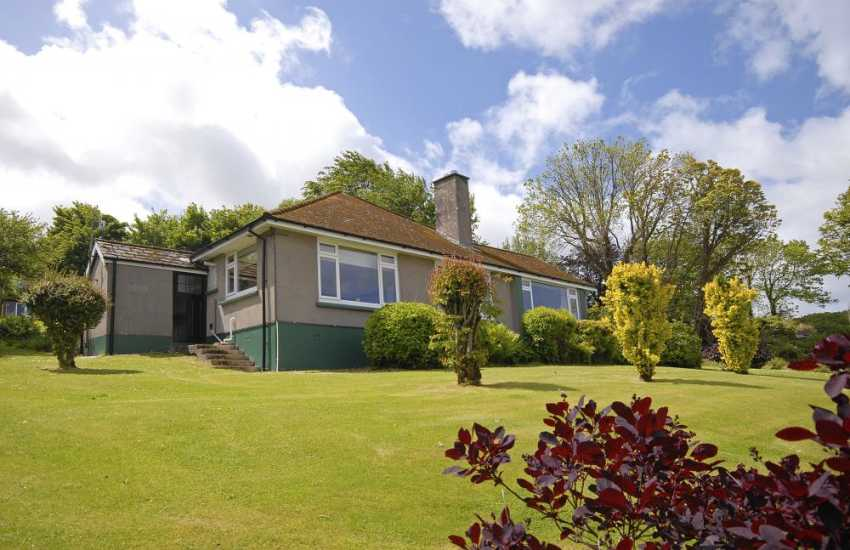 Newport holiday bungalow with large garden - pets welcome