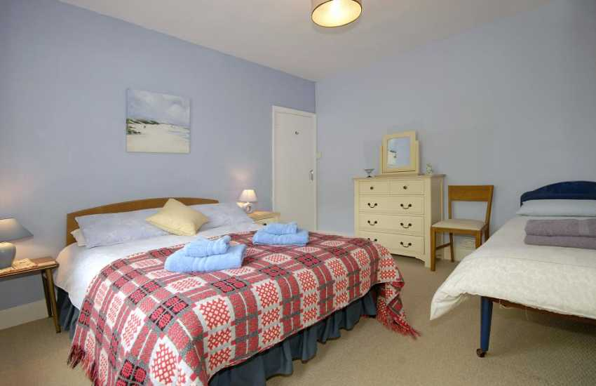 Carn Ingli Newport holiday cottage sleeping 7 - family bedroom