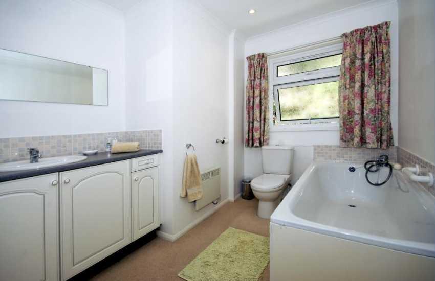Holiday home sleeps 8 - Bathroom