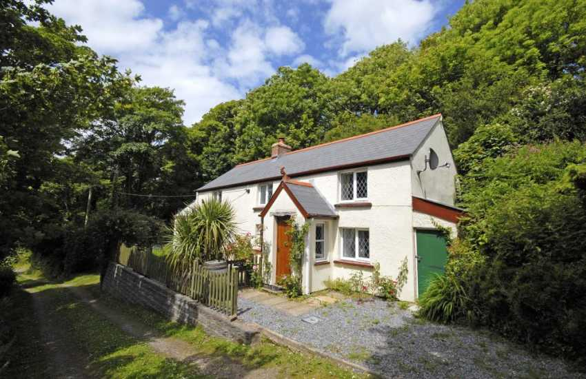 Solva holiday cottage with gardens - dogs welcome