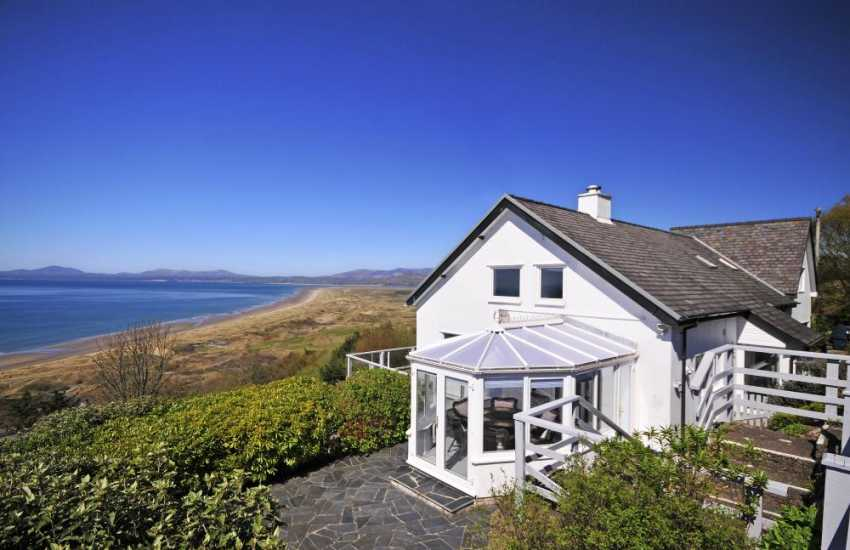 Harlech holiday cottage with sea views - exterior