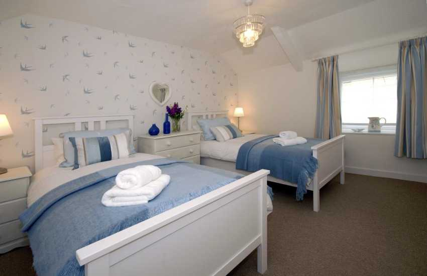 Spacious Pembrokeshire holiday cottage sleeping 4 - twin