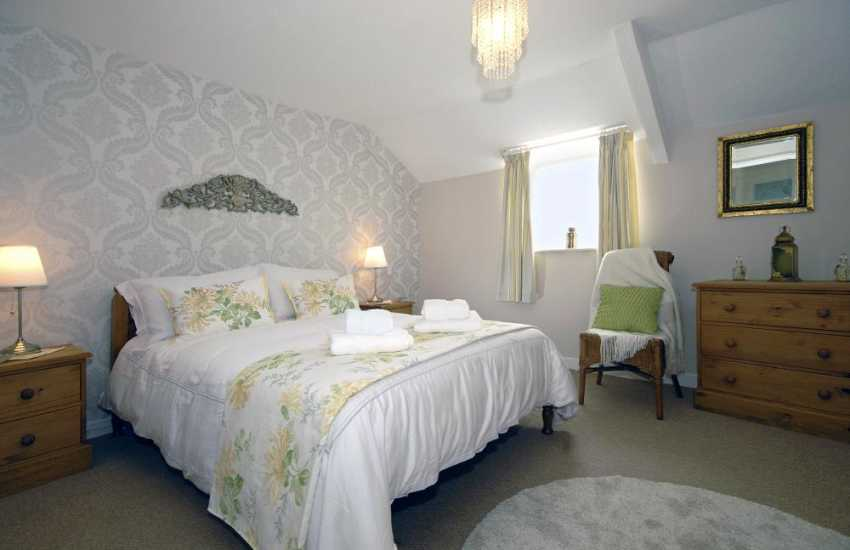 Pembroke holiday cottage sleeps 4 - double bedroom
