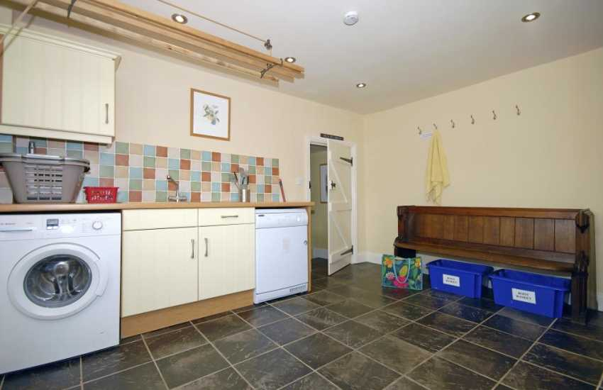 North Pembrokeshire family holiday house sleeps 10 - spacious utiliy room