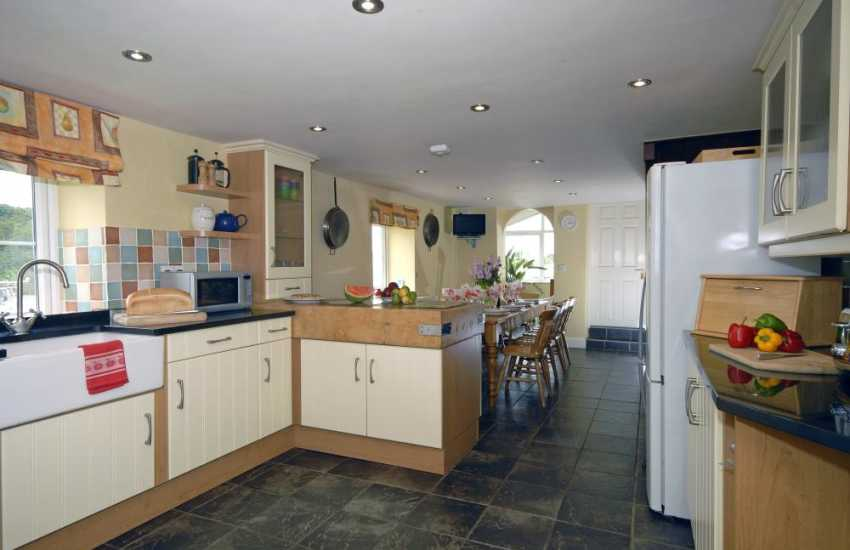 Self-catering Porthgain - spacious open plan kitchen/diner