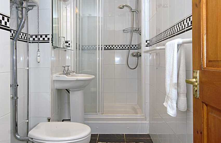 Pembrokeshire holiday house - first floor shower room