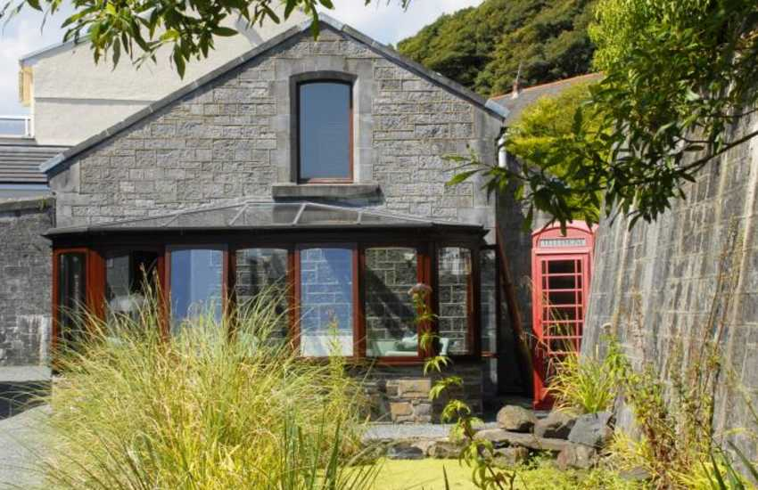 Holiday cottage on The Haven Waterway, Pembrokeshire - pets welcome