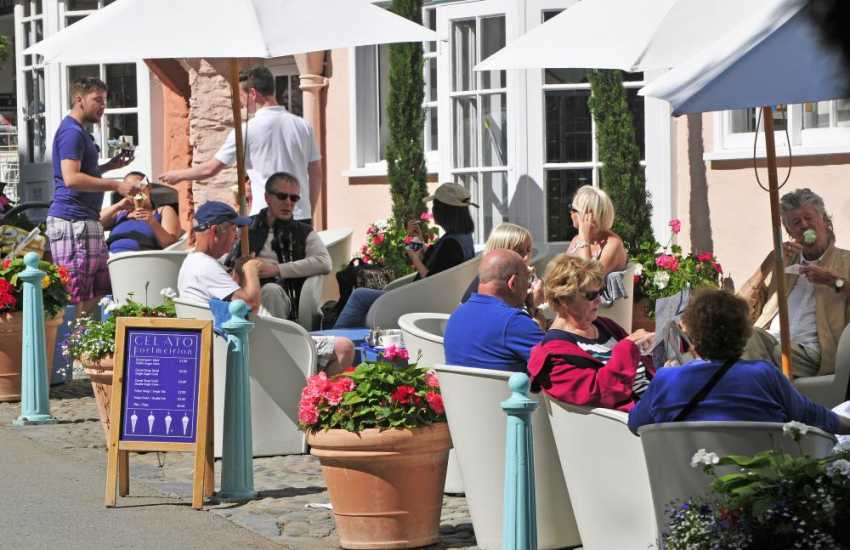 Alfresco dining at Portmeirion