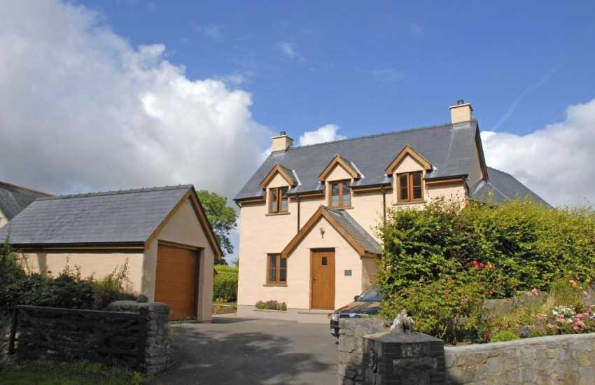 Stackpole Pembrokeshire holiday cottage with gardens - sorry no pets