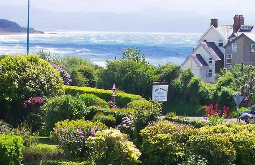 Criccieth holiday home with sea views