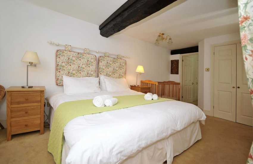 Brecon Beacons holiday cottage - bedroom