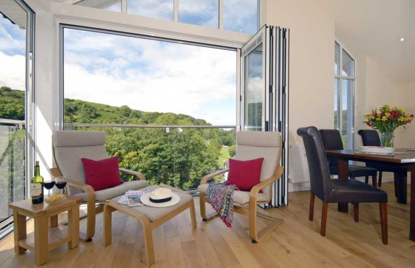 Fishguard holiday cottage with stunning open plan dining living space