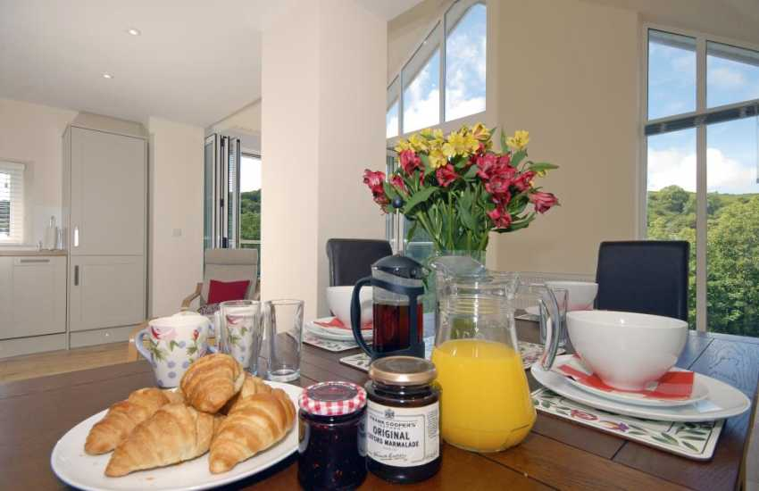Relax with friends and family at this stunning modern North Pembrokeshire holiday cottage