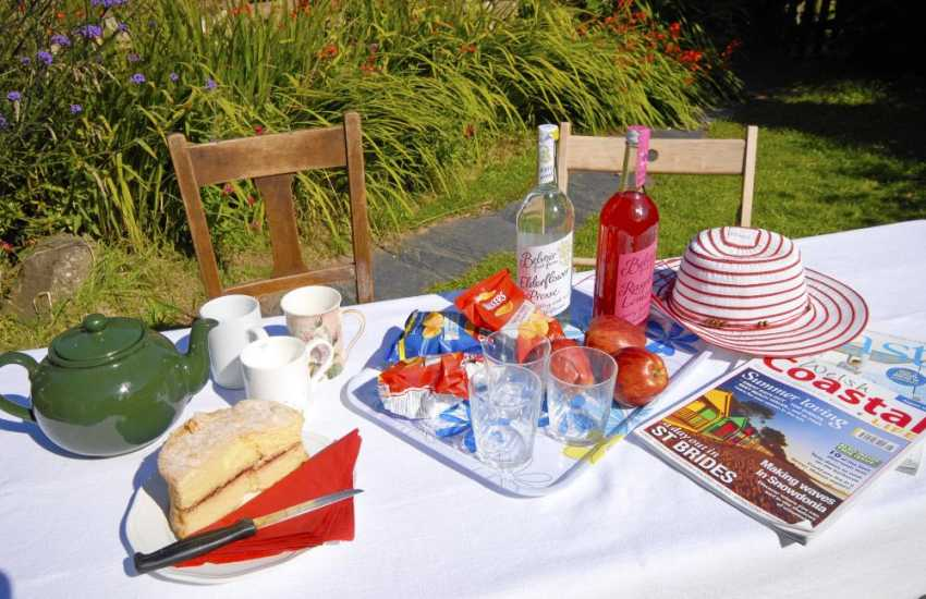 Solva holiday cottage garden ideal for alfresco dining