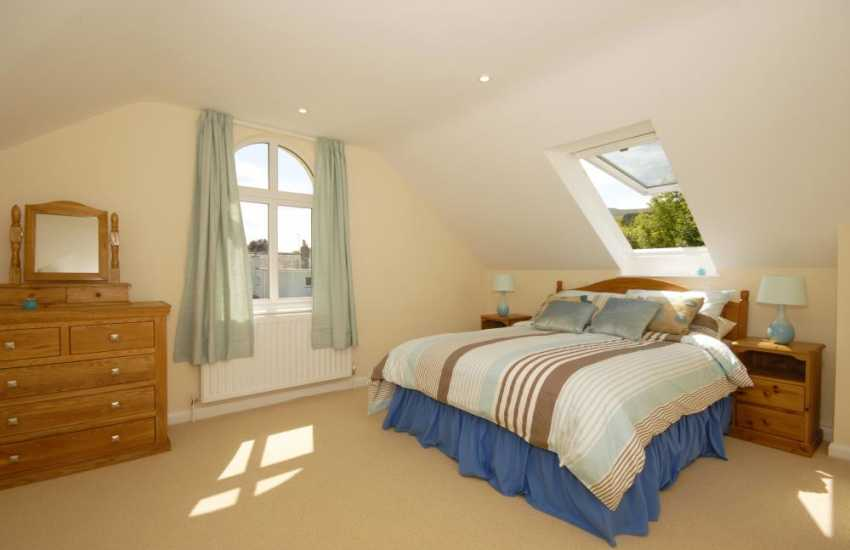 Newport holiday home first floor double with panoramic views