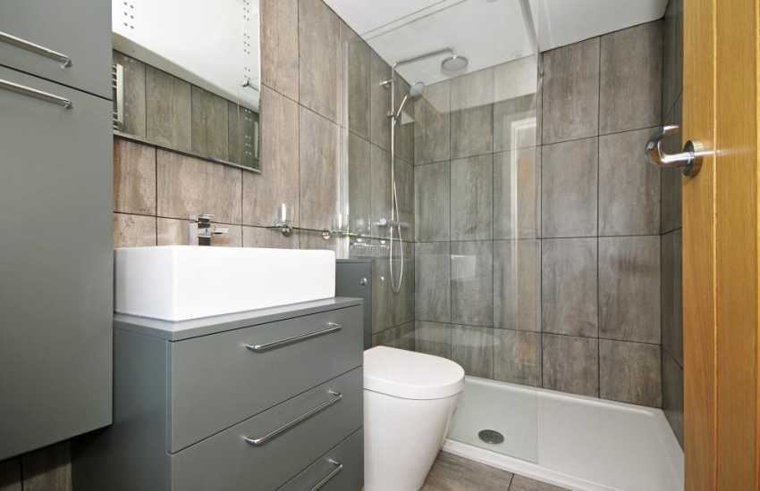 Newborough Forest holiday cottage - bathroom
