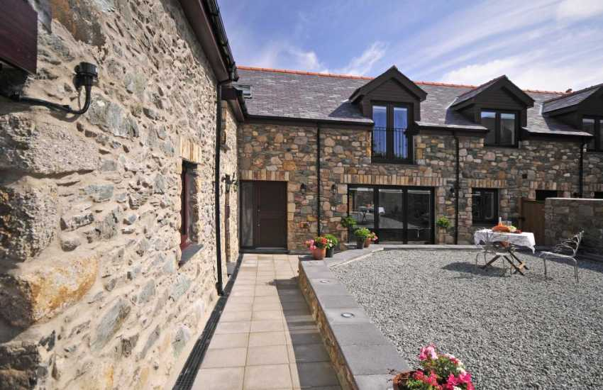 Luxury pet free cottage Anglesey - exterior