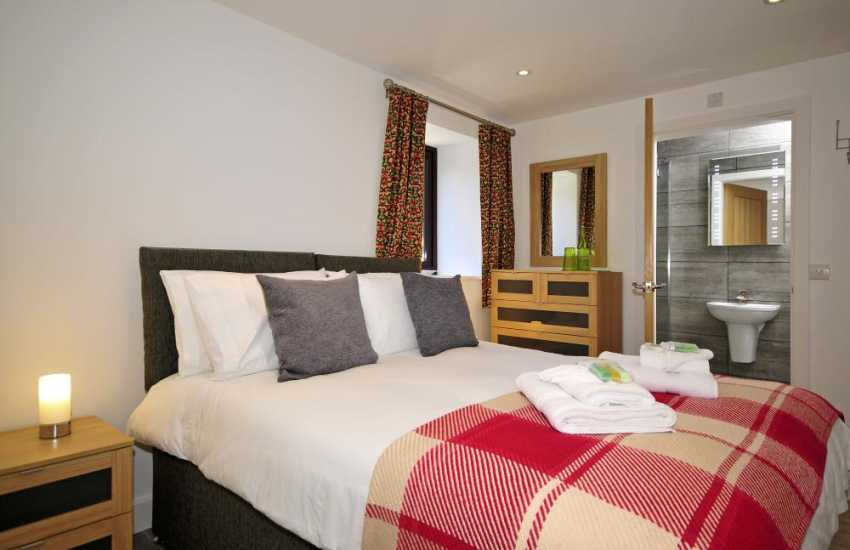 Anglesey luxury cottage - bedroom