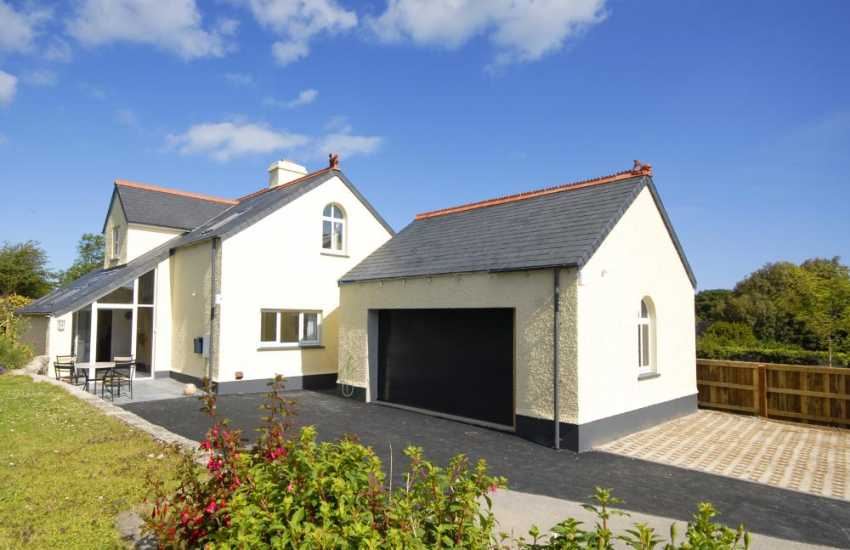 Holiday home in Newport, Pembs with garden and ample parking