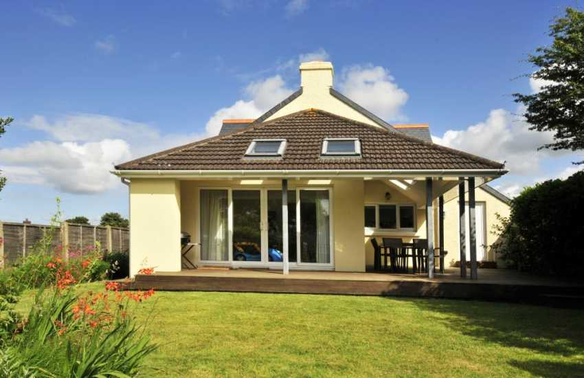 Newport, Pembrokeshire - coastal holiday home with garden and pets welcome