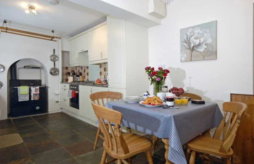 Self catering Pembrokeshire -  fitted kitchen with feature Rayburn