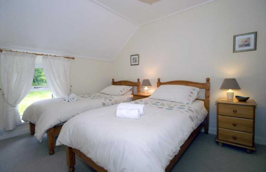 Pembrokeshire Coast holiday home sleeps 6 - twin